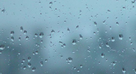 regendruppels op een raam